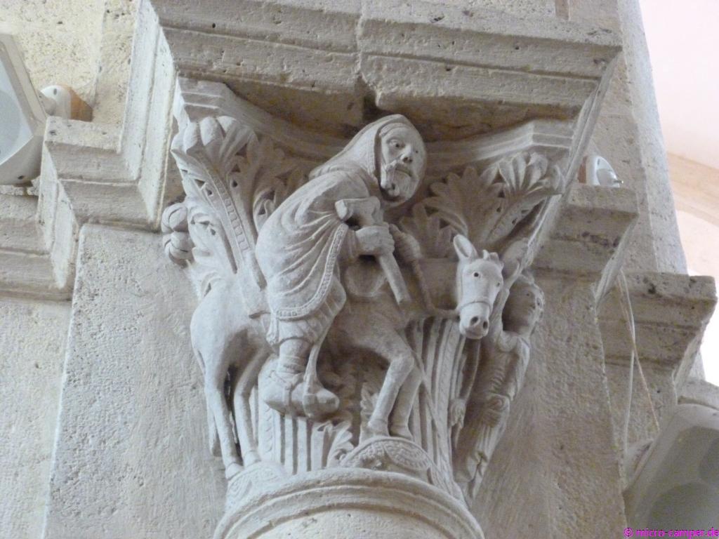 Romanisches Figurenkapitell in der Kirche von Saulieu