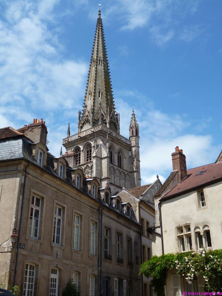 Der Kirchturm von St-Lazare überragt alles